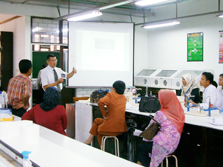 A collaborative study wth Andalas Univ. in Indonesia: Prof. Nishibuchi (showing his face)started with teaching graduate students and others basic knowledge on detection of pathoggenic bacteria in seafood.