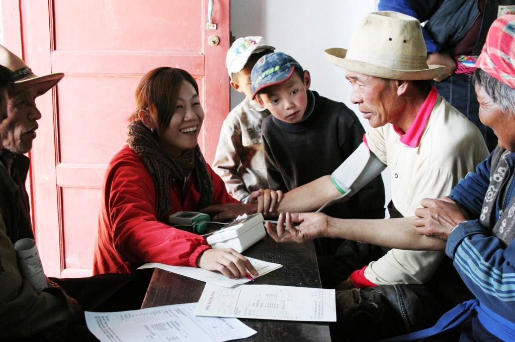 Shangrila Blood pressure teams,  May 2005 (C)Yoriko Kasahara