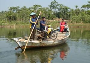村の渡し船(中部ジャワ)
