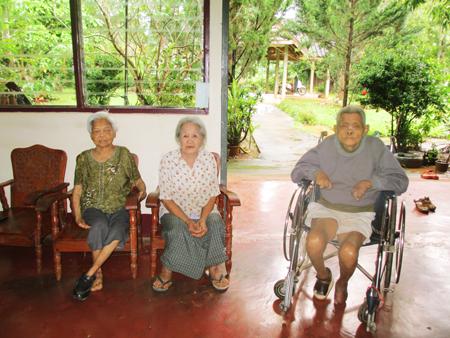 北部タイのハンセン病感染者コミュニティにある高齢者施設にて