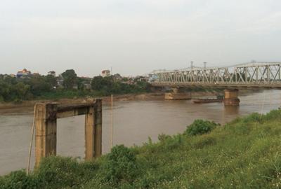 ハノイ付近で紅河から分流したドウオン川