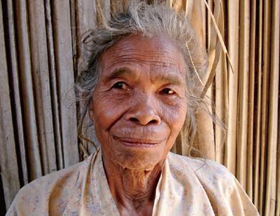 東ティモールの日本軍性奴隷制のサバイバー、イネス・デ・ジェススさん。日本兵の子供を産んだ が赤ん坊は日本軍に取り上げられ、その後どうなったかわからない。戦後結婚した夫には、彼が亡 くなるまで、「慰安婦」にされたことを話さなかった。