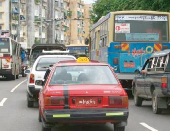 ヤンゴンの渋滞
