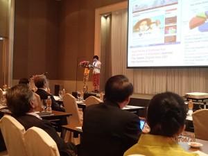 """東南研の速水副所長がトップバッターで登場し、""""Tackling Urgent Issues through Interdisciplinary Research and Nurturing ASEAN-Kyoto Networks in Southeast Asian Studies"""" と題する報告をしました"""