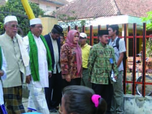 Ratna Ani Lestari Official Visit to Pesantren Al-Azhar in Banyuwangi (6 August 2009)