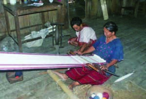 カレンの民族衣装の手織り(ミャンマー・バゴー山地)