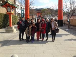 Sightseeing  at Fushimiinaritaisha shrine (in Kyoto)