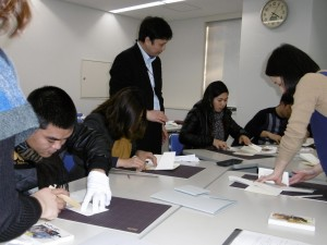 After the lecture by Yano Masataka (Assistant Prof. ), the trainees received technical guidance about making box by non-acid paper, and instructed de-acid processing by stafs of Preservation Technologies Japan Co.