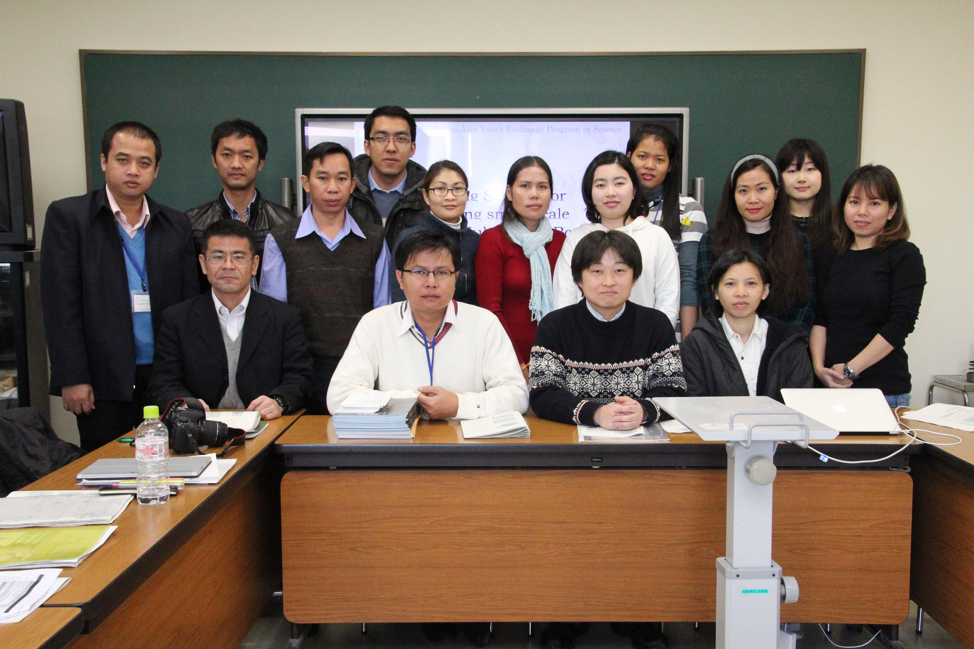 講義(木谷助教):東南アジア逐次刊行物データベース構築スキーム受講後の集合写真(共同棟4階セミナー室)
