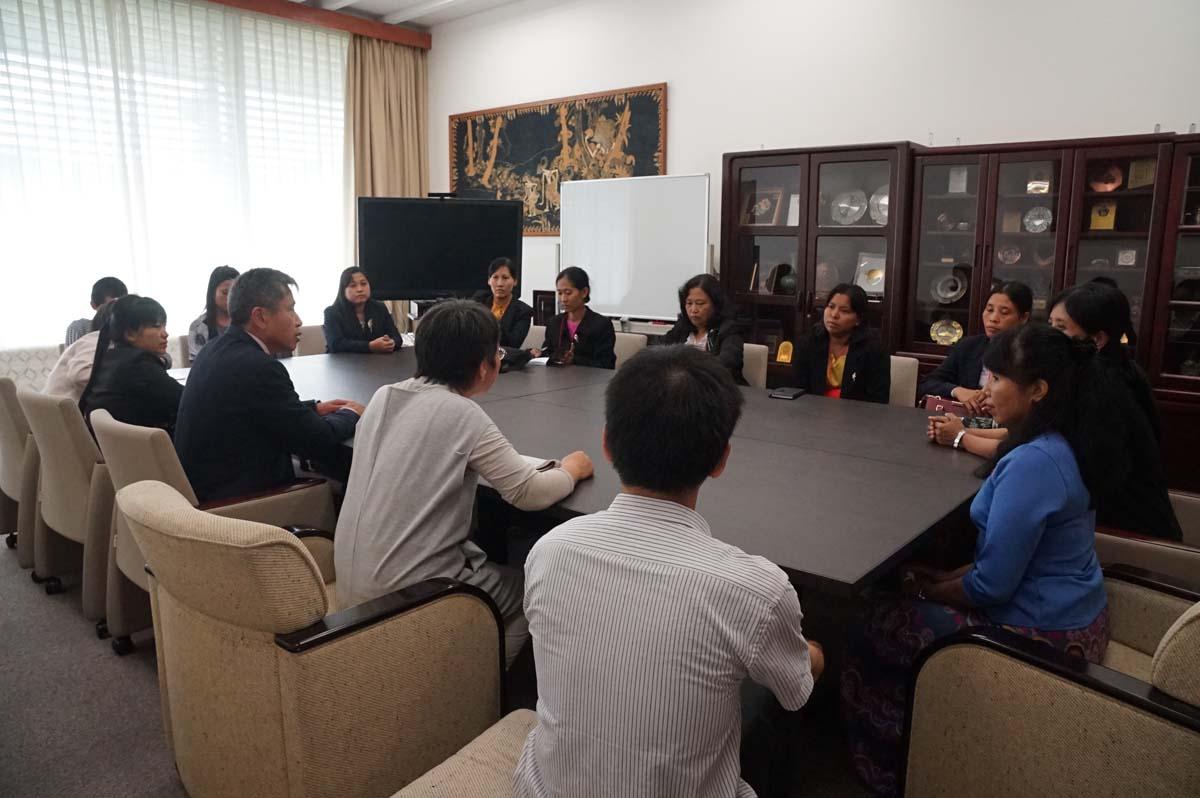 東南アジア研究所、河野所長表敬訪問の様子1(東南アジア研究所・東南亭)
