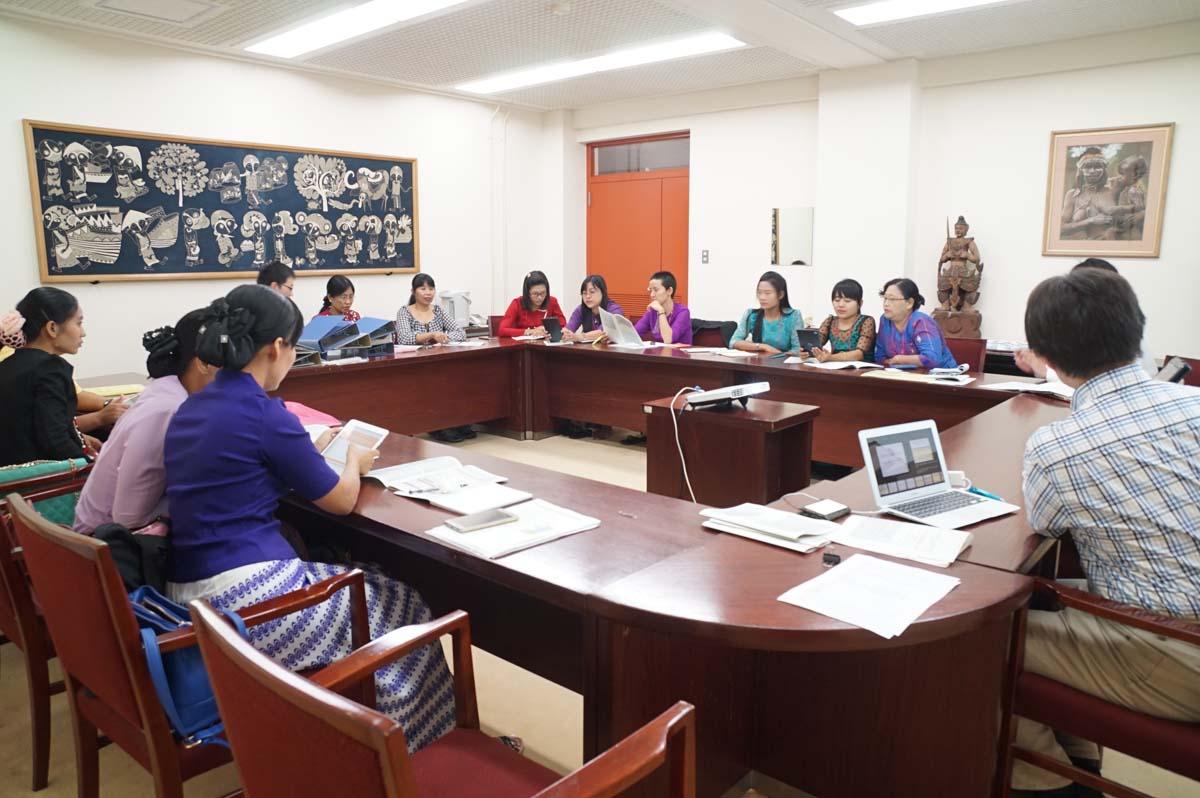 講義(木谷助教):東南アジア逐次刊行物データベース構築スキームの様子 1(東棟1階セミナー室)