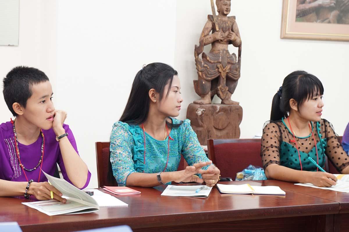 講義(木谷助教):東南アジア逐次刊行物データベース構築スキームの様子 2(東棟1階セミナー室)
