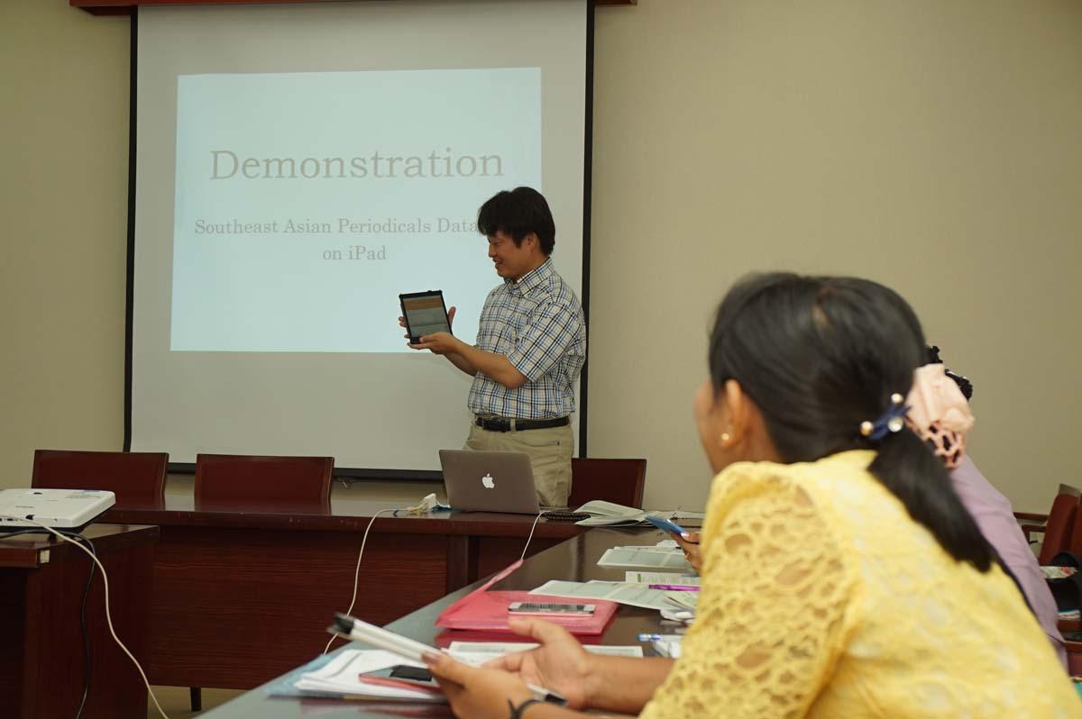 講義(木谷助教):東南アジア逐次刊行物データベース構築スキームの様子 3(東棟1階セミナー室)