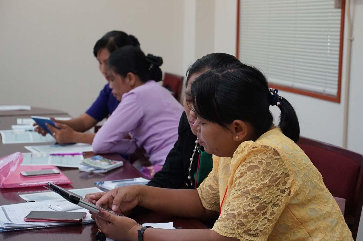 講義(木谷助教):東南アジア逐次刊行物データベース構築スキームの様子 4(東棟1階セミナー室)