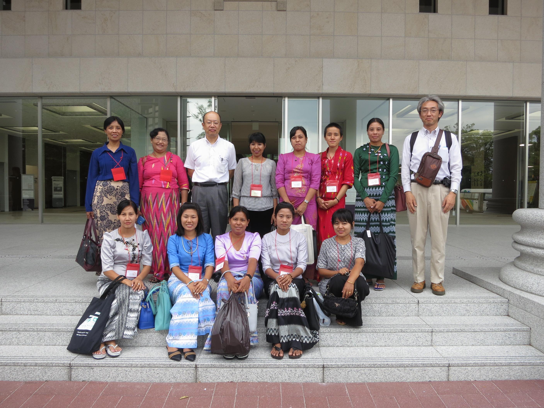 平井嘉一郎記念図書館での集合写真 (立命館大学・衣笠キャンパス)