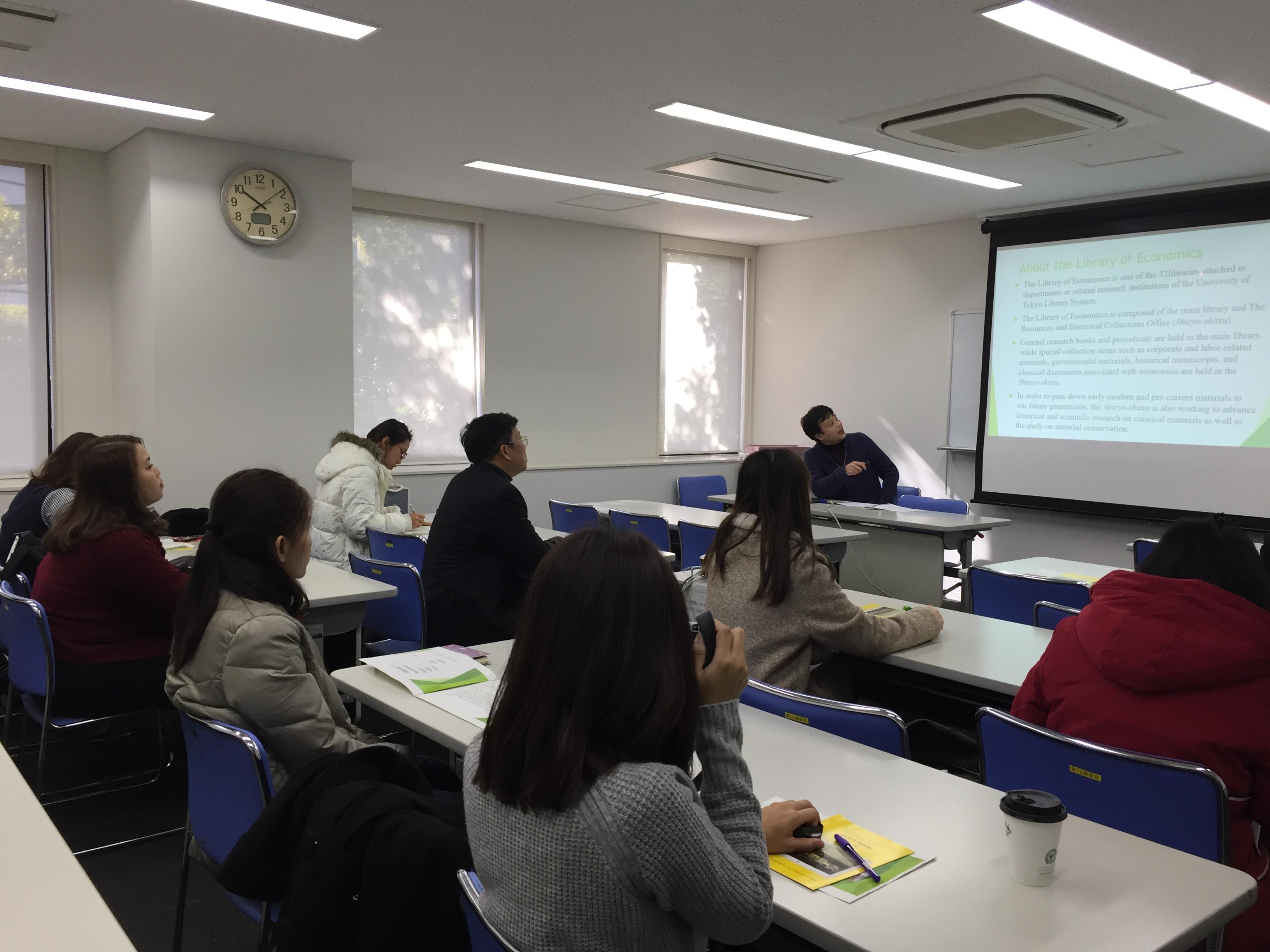 東京大学経済学資料室にて研修2