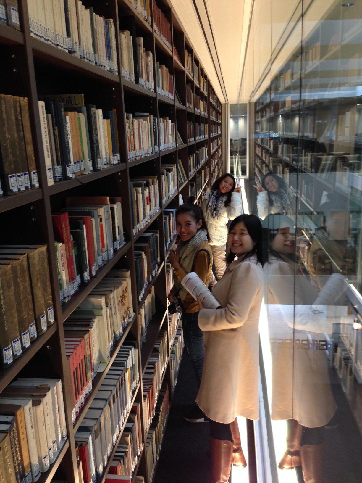 平井嘉一郎記念図書館視察の様子4 (立命館大学 衣笠キャンパス)
